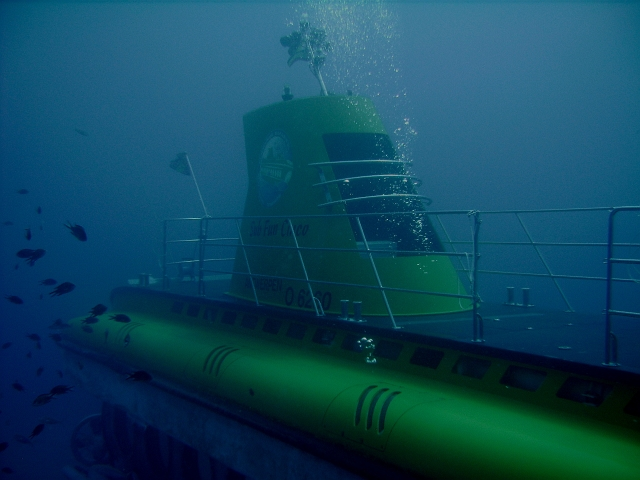 Submarine_diving_tenerife16