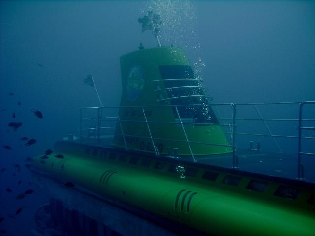 Submarine_diving_tenerife16